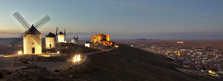 Molinos de Consuegra y castillo
