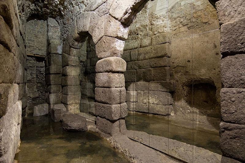 Interior de las cuevas de Hércules en Toledo