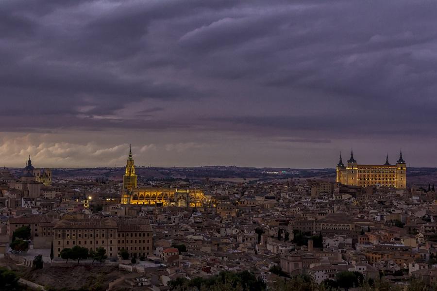 Una ciudad con historia// Vista de Toledo por la noche